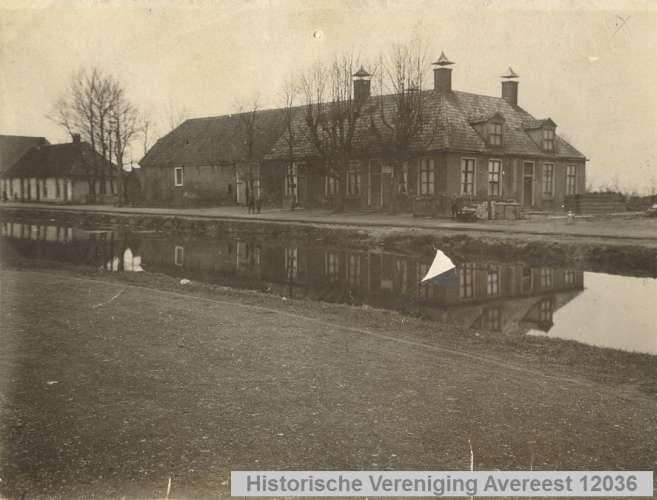 Eerste stenen huis foto 12036 uit de beeldbank historische vereniging avereest - Huis stenen huis ...
